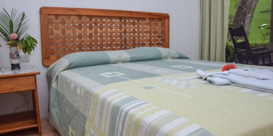 Agua-Dulce-Garden-Room-00-900x450